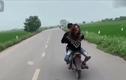 Video: Thanh niên chạy xe máy bốc đầu, cô gái ngồi sau xe còn sốc hơn