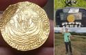 Hỳ hục đào bới, bỗng dưng vớ bẫm đồng xu vàng 500 tuổi