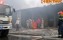 Cận cảnh vụ cháy kho giấy vệ sinh Diana giữa Thủ đô