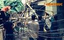 Giàn giáo công trình sập... đè nhà dân trên phố Trương Định