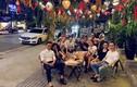 Tiến Dũng bán bánh cùng vợ, Quang Hải, Văn Hậu đi chơi trung thu