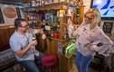 Chiêu giữ chồng siêu đặc biệt: Xây quán rượu ngay tại nhà để khỏi đi nhậu