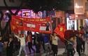 Người dân đổ đường ăn mừng chiến chiến thắng U22 Việt Nam