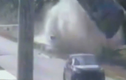 Video: Xe sang lộn nhào trên không trung sau cú tông kinh hoàng