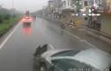 """Video: Xe 4 chỗ bị container tông nát đầu vì phút """"hớ hênh"""" lấn làn"""