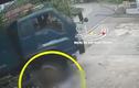 Video: Ô tô tải cán người đi xe máy khi quay đầu