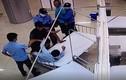 Video: Đánh bảo vệ bệnh viện rồi lái xe bỏ trốn, tông chết người