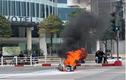 Video: Xe máy bốc cháy dữ dội giữa phố Hà Nội