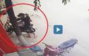 Video: Kẻ gian vào mua hàng rồi trộm xe máy cửa hàng