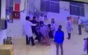 2 bố con hung hãn lao vào đánh bảo vệ và điều dưỡng bệnh viện