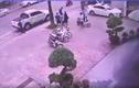 Video: Không đem hàng lên tầng 4, shipper bị đánh bỏ chạy