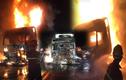 Đang lưu thông, xe đầu kéo bất ngờ bốc cháy dữ dội trong đêm