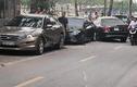 Video:Quý bà 60 tuổi lái Mercedes tông hàng loạt xe trên đường Hà Nội
