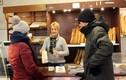 Làm việc không nghỉ, chủ tiệm bánh mì bị phạt 3.000 euro