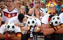 CĐV Đức đẫm nước mắt khi đội tuyển rời World Cup trong tủi hổ