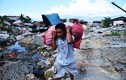 """Người dân đảo Sulawesi phải bới """"rác"""" ăn sau thảm họa kép"""