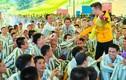 Mr. Đàm, Trường Giang vào trại giam làm điều đặc biệt ngày Tết