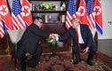 """Biết gì 4 """"trợ lý"""" tháp tùng Tổng thống Trump, Chủ tịch Kim Jong-un gặp gỡ 18h39 tối 27/2?"""