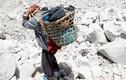 """Chiến dịch thu dọn rác thải và thi thể trên """"nóc nhà"""" của thế giới"""