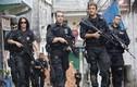 Video: Cảnh sát Brazil vừa bế con, vừa diệt cướp
