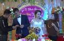 Video: Hai họ chen chúc tặng vàng trong đám cưới ở Thanh Hóa