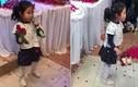 """Video: Cô bé hát tặng cô dâu, chú rể trong đám cưới """"gây bão"""""""