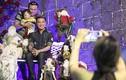 Hàng trăm người chen lấn chụp ảnh Noel tại biệt thự triệu đô của Đàm Vĩnh Hưng