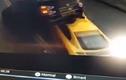 Video: Khoảnh khắc siêu xe 3 tỷ húc bắn xe đang đỗ lên cao