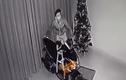 Bi hài cảnh trộm mang xe trả lại, đóng cửa cẩn thận cho chủ nhà