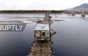 Video: Xe tải mạo hiểm đi qua cây cầu nguy hiểm nhất hành tinh