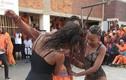 Trại giam cho tù nhân giải trí bằng... vũ nữ thoát y