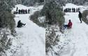 Video: Người dân thích thú chơi trượt tuyết ở Sapa