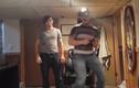 """Video: Đeo kính """"thực tế ảo"""" nhưng tai nạn là thật"""