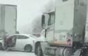 """Video: Khoảnh khắc xe tải """"tử thần"""" 18 bánh lao vào ô tô của cô gái trẻ"""