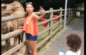 """Video: Bất ngờ bị động vật tấn công khi đang """"tự sướng"""""""