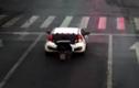 Video: Vừa đi xe máy vừa xem điện thoại, hậu quả nhớ đời