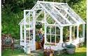 Tận dụng vật liệu cũ tạo nhà kính, điểm nhấn hút mắt trong vườn