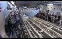 """Video: Tàu cao tốc tàng hình Mỹ """"nhảy"""" từ máy bay xuống biển"""
