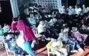 Video: Cô giáo kéo lê bé gái 5 tuổi, đập đầu vào tủ