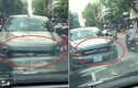 Video: Ô tô bán tải đi ngược chiều, lì lợm đấu đầu xe đi đúng luật trên phố
