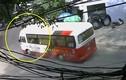 Video: Xe khách mất phanh điên cuồng lao dốc, gây tai nạn liên hoàn ở Cát Bà
