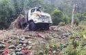 Video: Xe tải chở hơn 1,5 tấn dưa hấu lật thảm khốc trên đèo Tà Cơn