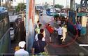 Video: Lái xe dùng dao chặt barie tại trạm thu phí BOT Tân Đệ