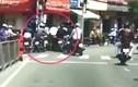 """Video: Dàn cảnh """"cuỗm"""" tài sản trên đường giữa ban ngày ở Hà Nội"""