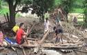 Video: Người dân Mường Lát nuốt nước mắt tìm đồ trong đống đổ nát sau lũ