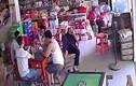 Video: Mất ví, xem lại camera, ngỡ ngàng phát hiện thủ phạm