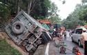 """Video: Cưa cabin cứu tài xế xe """"Hổ vồ"""" mắc kẹt sau tai nạn"""
