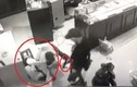 Chủ tiệm vàng Trường Ký chống trả những tên cướp mang hung khí