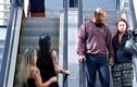 """Video: Gái xinh thả thính khiến các quý ông phải """"lao đao"""""""
