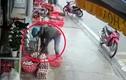 Video: Thanh niên dừng xe và hành động không ngờ với rổ trứng